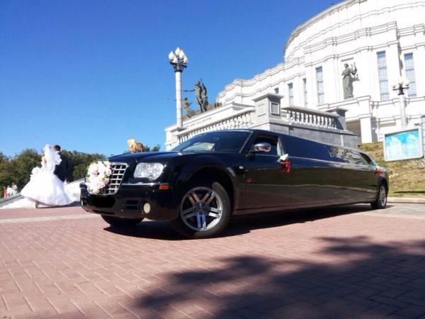 Chrysler 300C черный лимузин