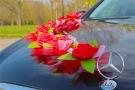 Красные розы с фатином