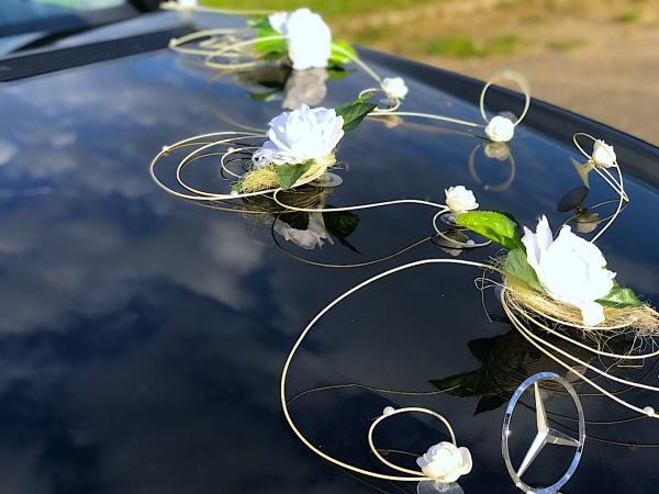 Украшения из ротанга и белых роз